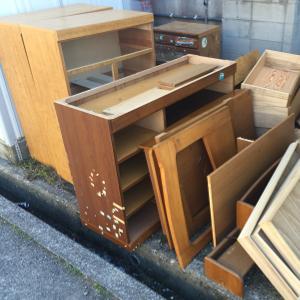 筑紫野市の廃品回収 - 大型家具 タンス 学習机の処分