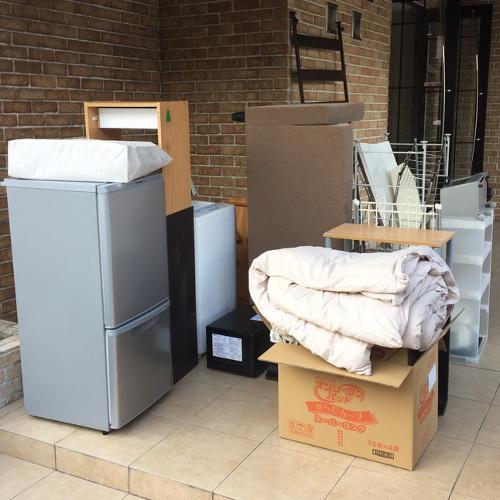 福岡市東区千早 - リサイクル家電やベッドの処分作業例